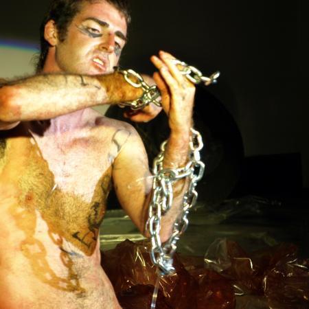 Performance Mímesis del genoma humano Manuel Pereda feto rompiendo aguas